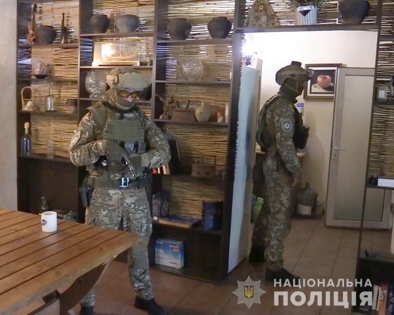 Столичних поліцейських намагалися підкупити за «кришування» автокрадіїв -  - nepravomirvygodakv1