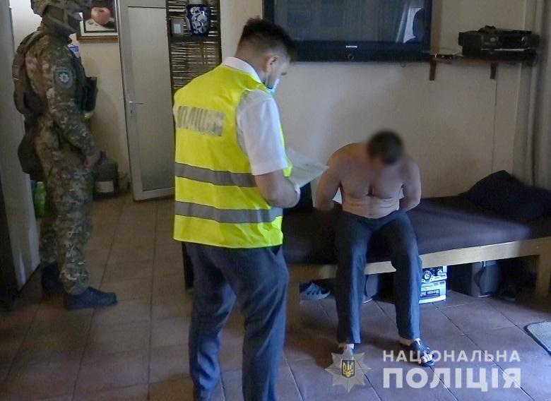 Столичних поліцейських намагалися підкупити за «кришування» автокрадіїв -  - nepravomirvygodakv2