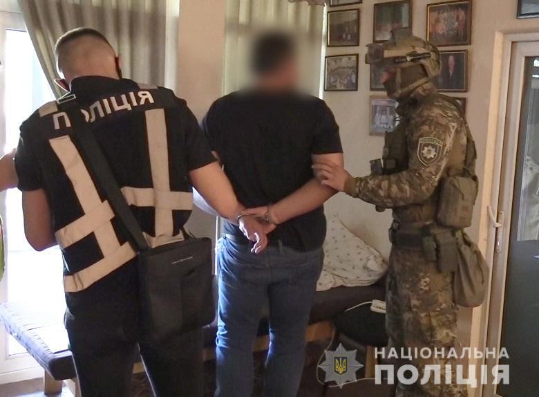 Столичних поліцейських намагалися підкупити за «кришування» автокрадіїв -  - nepravomirvygodakv3