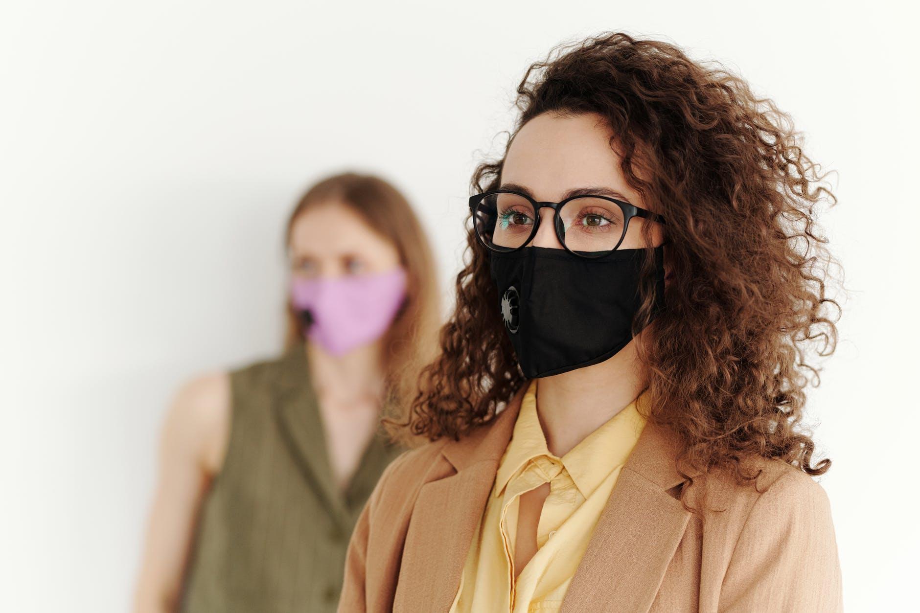 Як окуляри захищають від коронавірусу - коронавірус - pexels photo 4347448
