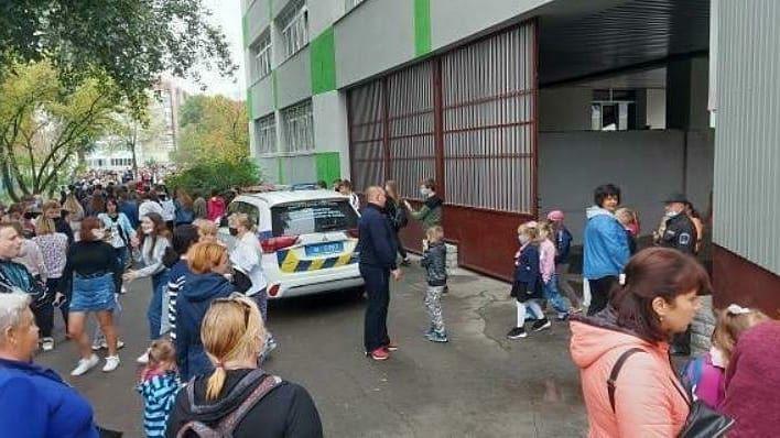 У Києві замінували школу -  - photo 2020 09 04 12 18 20