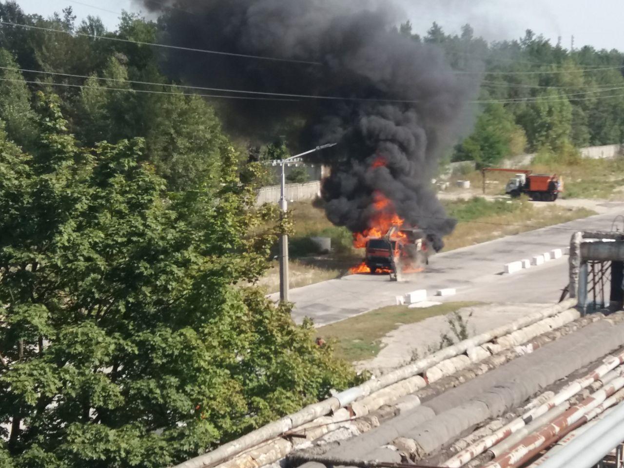В Обухові згорів КамАЗ - пожежа, вантажівка - photo 2020 09 16 13 17 02