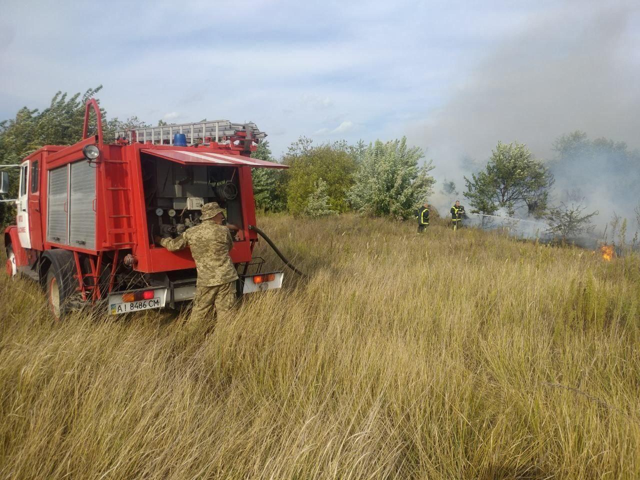На Бориспільщині горять поля, будинки та дерева - трава, ГУ ДСНС у Київськійобласті, вогонь - photo 2020 09 18 08 59 51