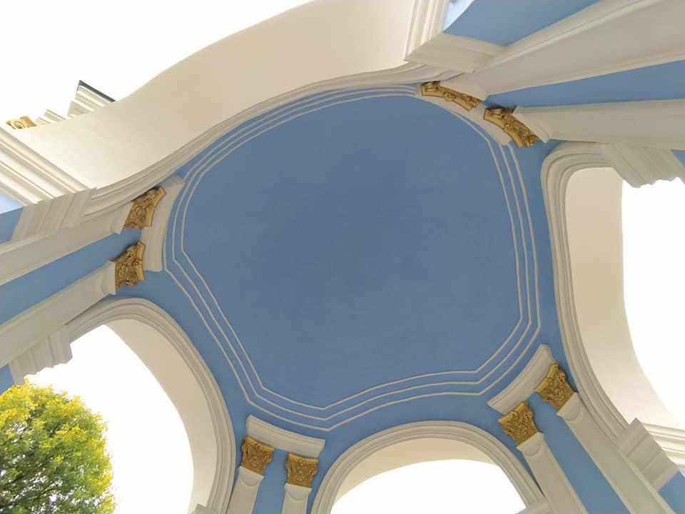 Вже не рожевий: у Києві розфарбували фонтан «Самсон» - фонтан, вандали - 120890629 3905587786136844 7083217965104123745 n