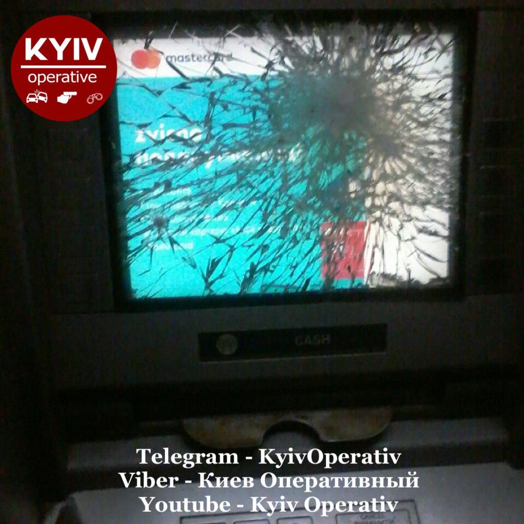 Лупив молотом по банкомату: у Києві затримали «ведмежатника» - крадіжка, банкомат - 121654202 1112837385779013 1889811115616554377 o