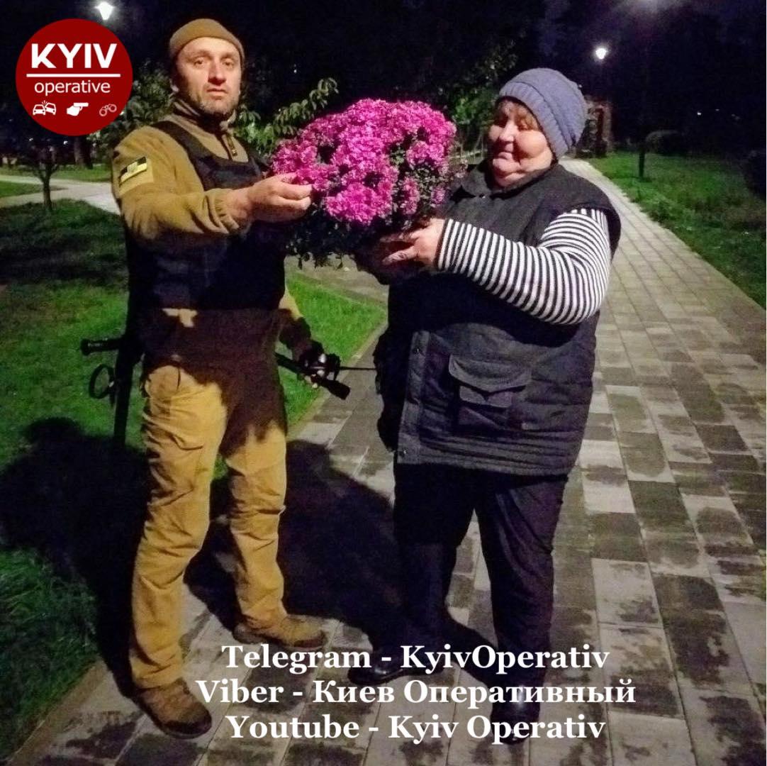 Рвала для продажу: в столичному парку затримали викрадачку квітів - крадіжки, квіти - 121971134 1115027828893302 238690204197380543 o