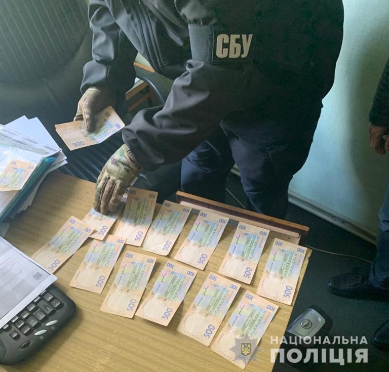 На Бориспільщині працівника сільради звинувачують в хабарництві - хабар - 122119170 3446003145454833 2804750652838040508 n
