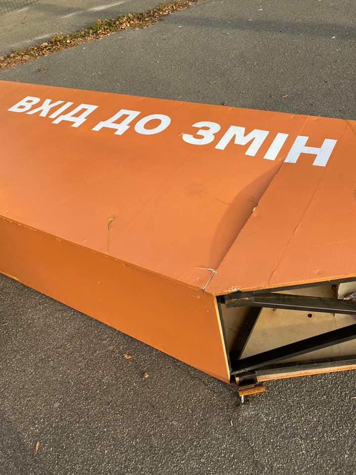 Автобус зруйнував конструкцію ВДНГ - ВДНГ, автобус - 122222823 10220821495438714 6902737112865979873 n