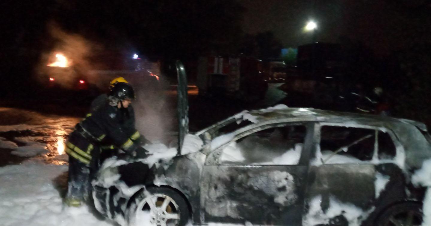 У Бучі палало авто - рятувальники, Пожежа авто, київщина, Бучанська ОТГ - Bucha gor avto