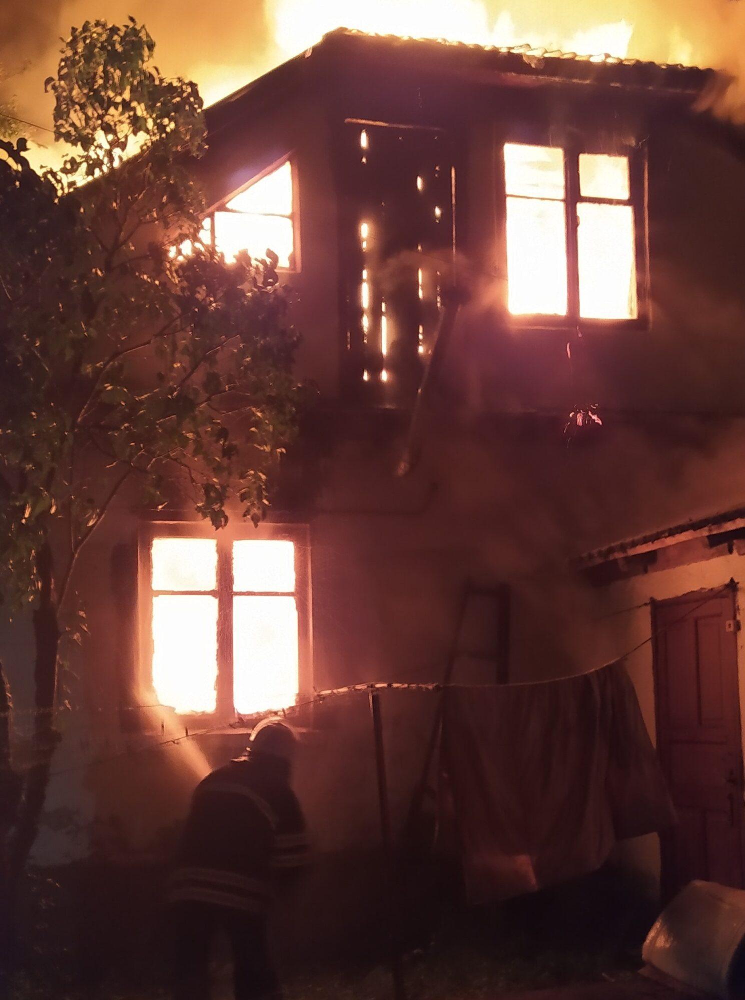 На Бориспільщині повністю згорів будинок - пожежа, ГУ ДСНС у Київськійобласті - IMG 20201020 001231 1489x2000