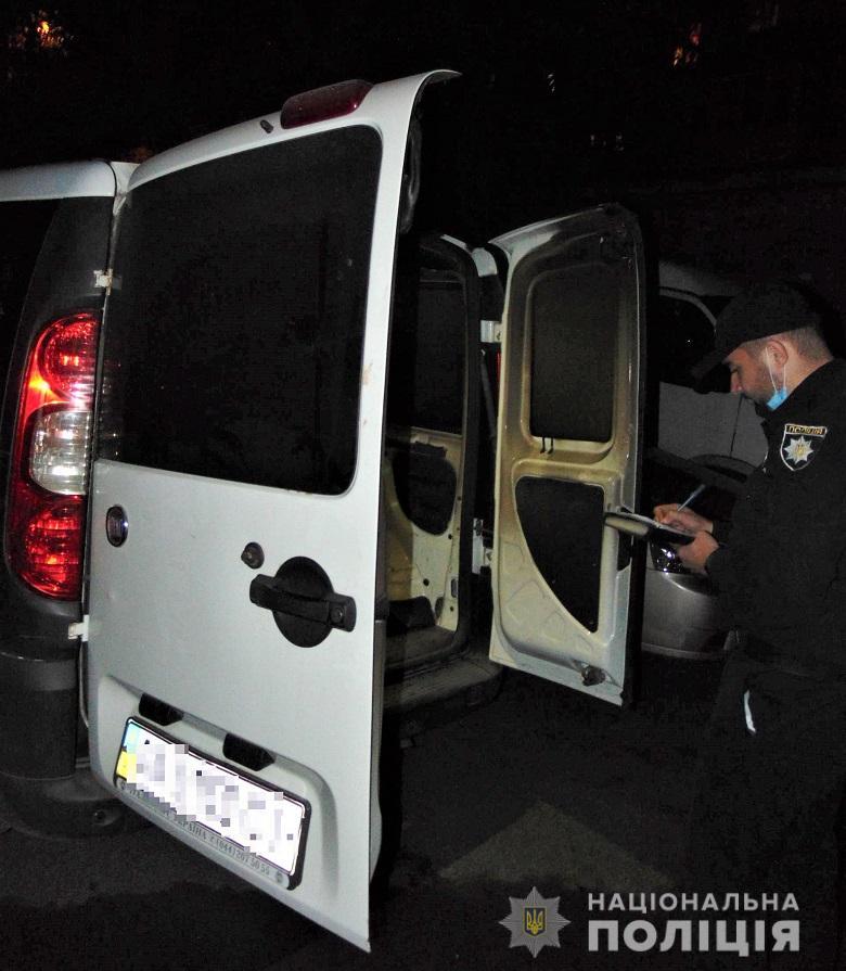 У Києві від підпалу постраждали кілька автомобілів -  - PodilPidpal