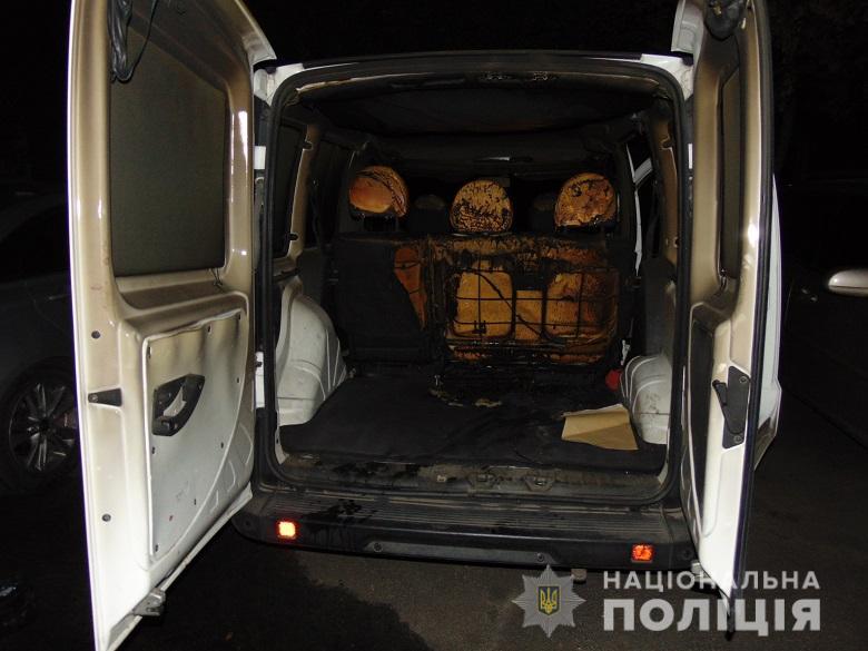 У Києві від підпалу постраждали кілька автомобілів -  - PodilPidpal2
