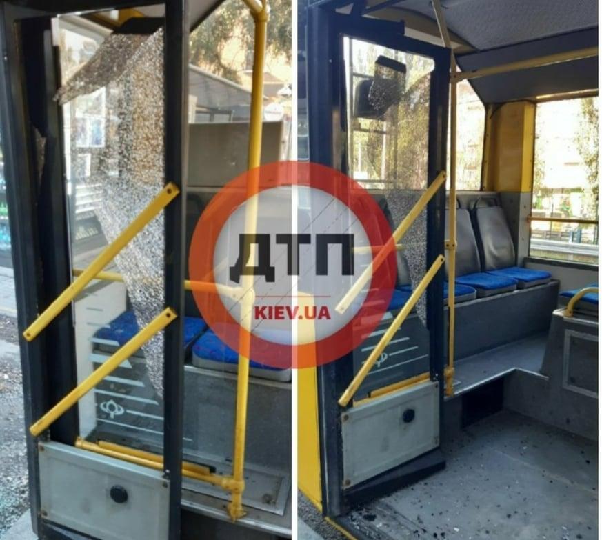 У Києві обстріляли тролейбус - Транспорт, надзвичайна ситуація - TROLEJBUS