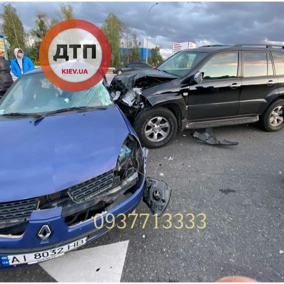 У Ворзелі зіштовхнулись Toyota та Renault - київщина, Аварія на дорозі, Аварія - photo5215719335945941152