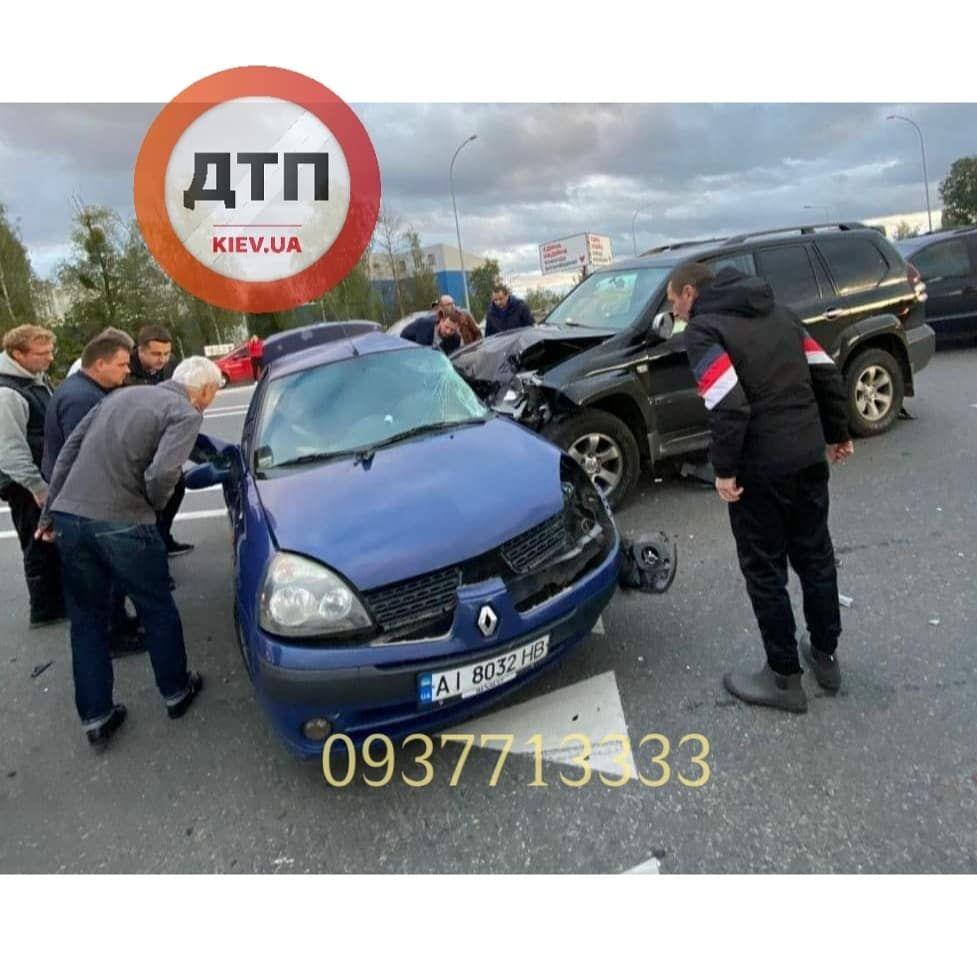 У Ворзелі зіштовхнулись Toyota та Renault - київщина, Аварія на дорозі, Аварія - photo5215719335945941155 1