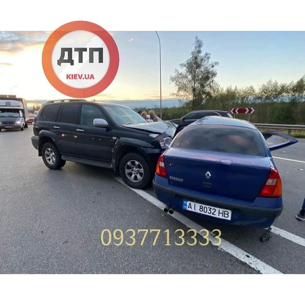 У Ворзелі зіштовхнулись Toyota та Renault - київщина, Аварія на дорозі, Аварія - photo5215719335945941156