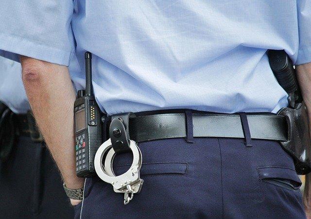 Кримінальне таксі: водій зґвалтував та мало не задушив пасажирку - таксі, таксист, побиття, зґвалтування - police 378255 640