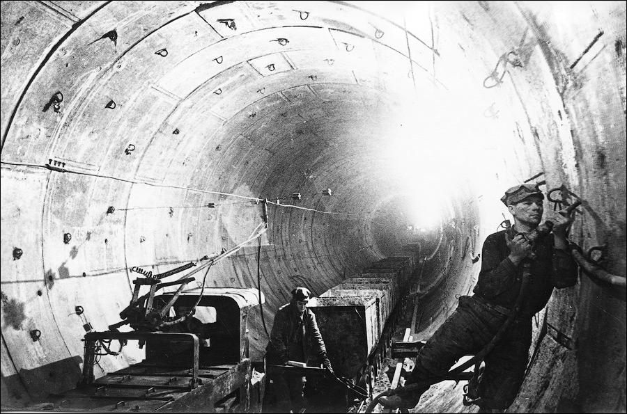 Київському метрополітену - 60 - метро, Київський метрополітен - 002