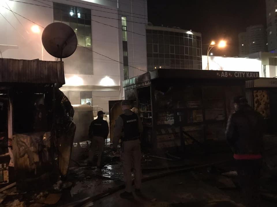 Пожежники ліквідували займання двох столичних кіосків - пожежники, пожежа, Дарницький район - 123909849 3460618770684707 6163619217470133757 n