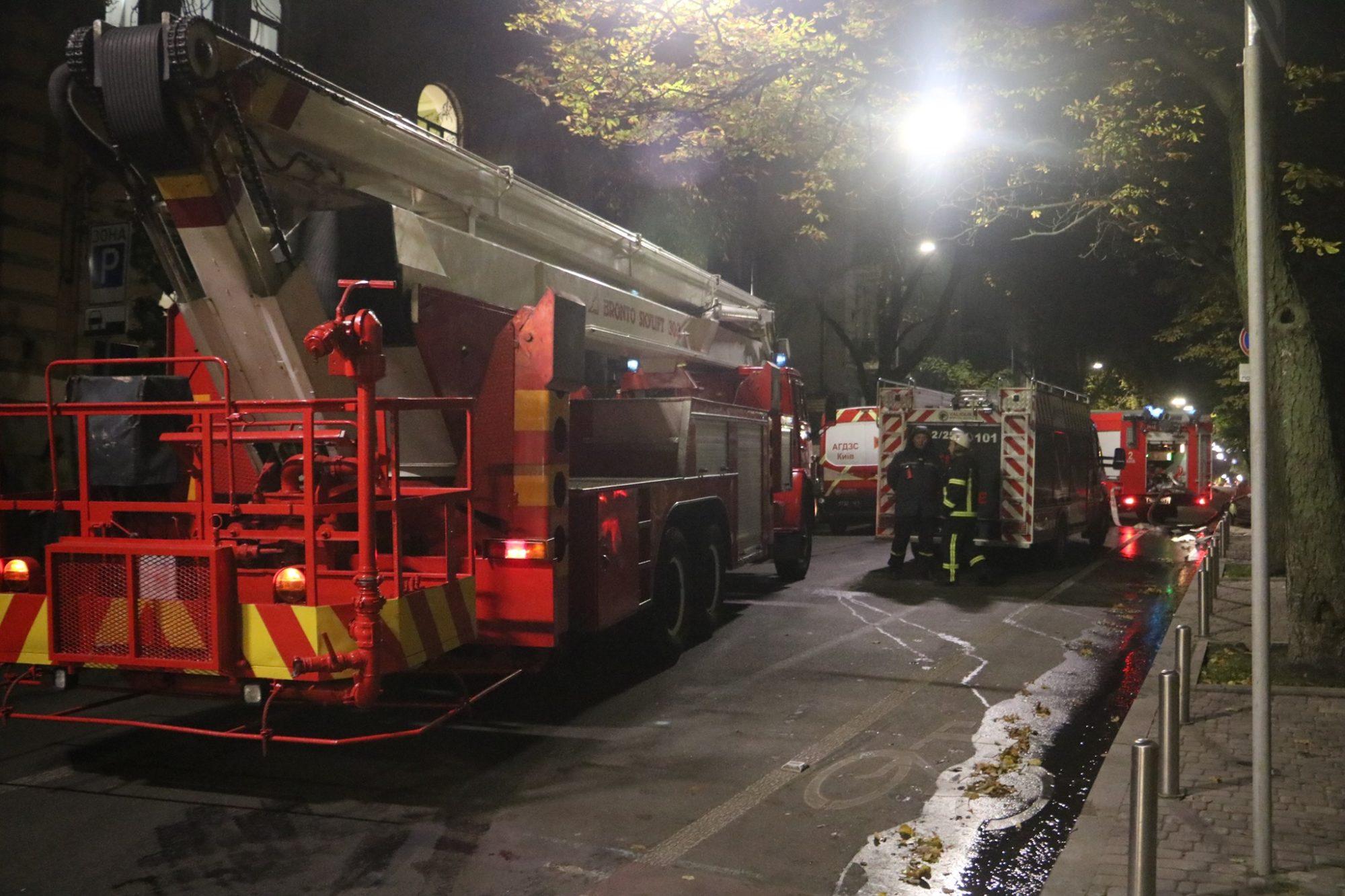Київ: під час гасіння пожежі в готелі, евакуйовали людей - загоряння, готель - 123928543 3464867336926517 3528667405631262258 o 2000x1333