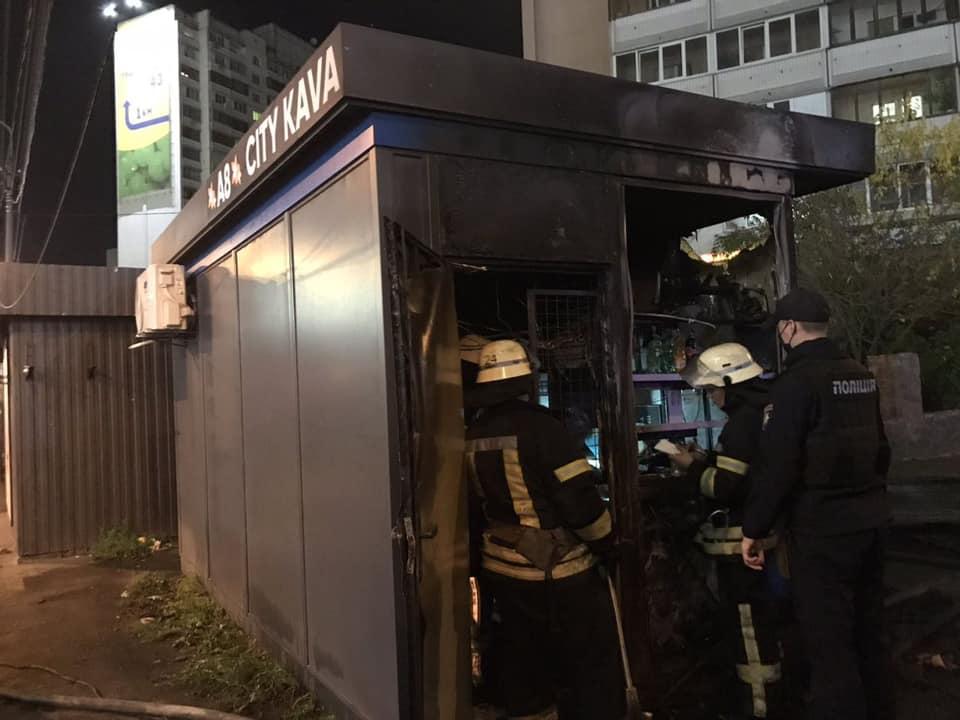 Пожежники ліквідували займання двох столичних кіосків - пожежники, пожежа, Дарницький район - 124226248 3460618747351376 2924090133243070581 n
