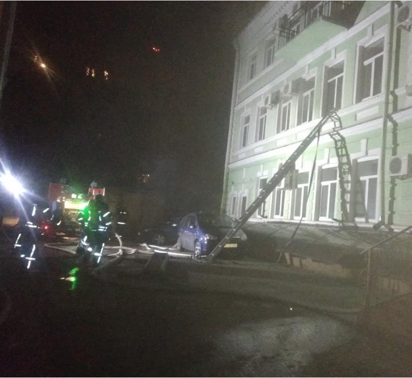 Київ: під час гасіння пожежі в готелі, евакуйовали людей - загоряння, готель - 124476090 3464674173612500 1093009199643210336 n