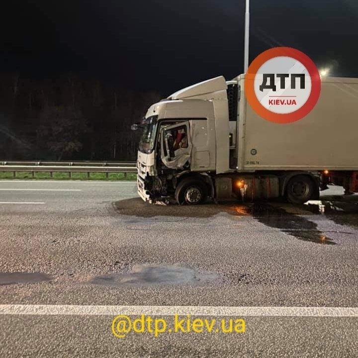Бориспільське шосе: після зіткнення з фурою постраждав водій легковика - зіткнення, вантажівка - 125867623 1838333996332485 2738735021862372120 n