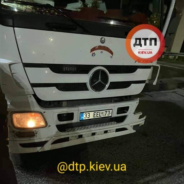 Бориспільське шосе: після зіткнення з фурою постраждав водій легковика - зіткнення, вантажівка - 125981781 1838333992999152 2709336607558251612 n
