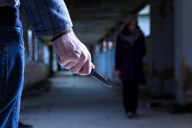 Київ: зловмисник напав на жінку з трирічною дитиною - нападник, напад з ножем, напад - 125996388 3977714005573265 8097731814921922692 n