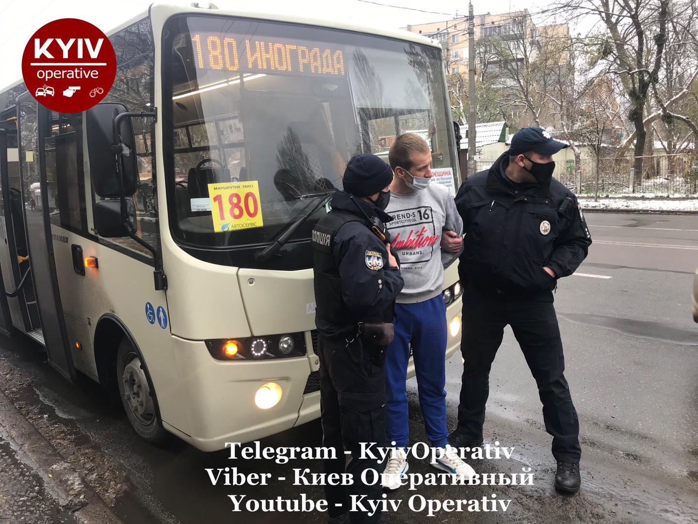 Возив пасажирів під «кайфом»: у Києві затримали водія маршрутки - Наркотичні речовини, водій-порушник - 126161296 1141326682930083 4479689232860627673 o