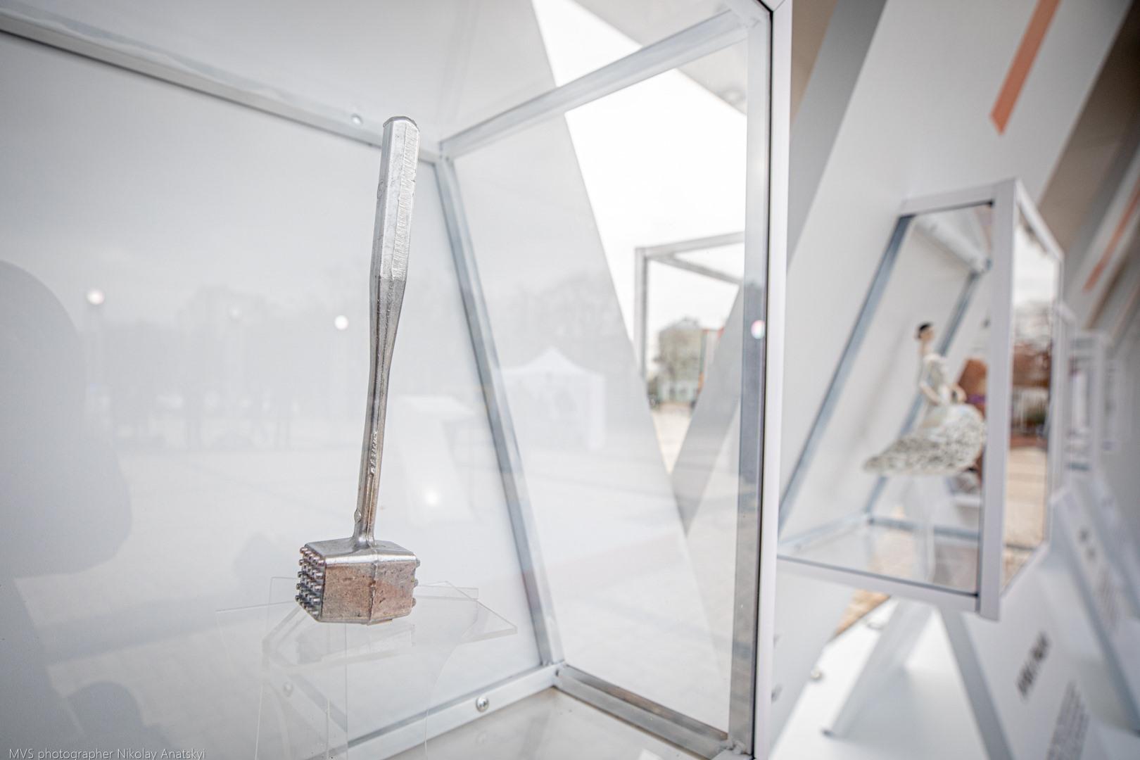 16 днів проти насильства: у Києві стартувала виставка «Річ у тім» - соціальний проект, соціальна реклама, жертви насильства, домашнє насильство, виставка - 127154342 292925042035387 1863989863354173417 n