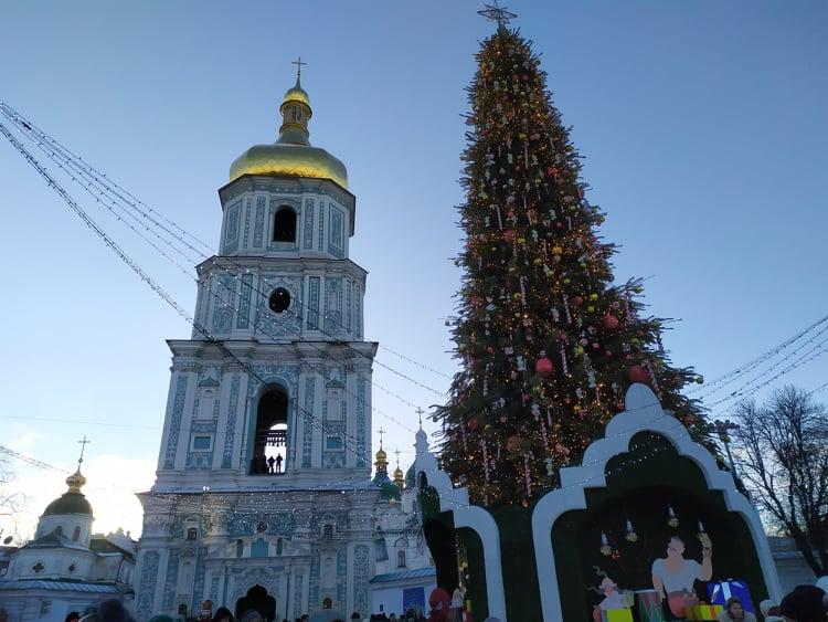 Ялинка буде, фуд-корти – ні: як виглядатиме новорічна Софійська площа - ялинкові прикраси, новорічна ялинка, Новий рік - 127217046 374471250300602 5630011672467069700 n