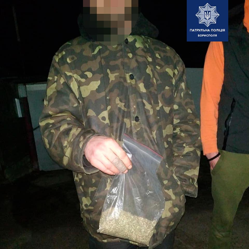 У Борисполі затримали любителя конопель - Поліція, коноплі - 127975040 2878216499066800 2763544901568300620 n