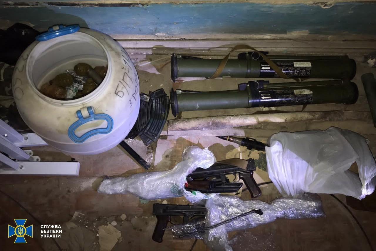 У президії Національної академії аграрних наук була схованка з великою кількістю зброї - СБУ, зброя, боєприпаси - 128190817 2879573158939337 4782249165218643375 o