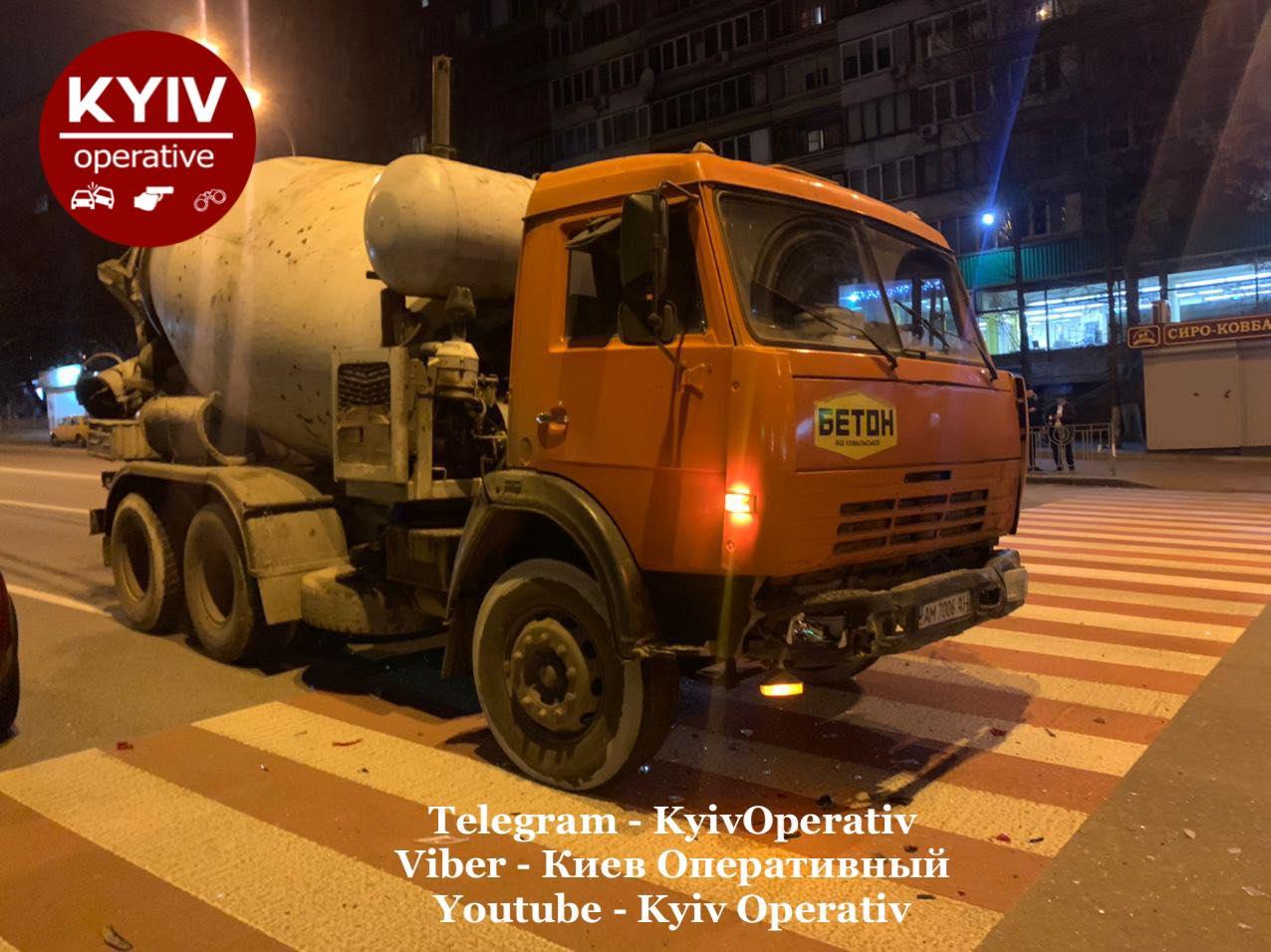 Київ: п'яний водій бетономішалки вчинив ДТП - травмування, п'яний водій, вантажівка, алкогольне сп'яніння - 128644942 1149867452076006 3910366719697441721 o
