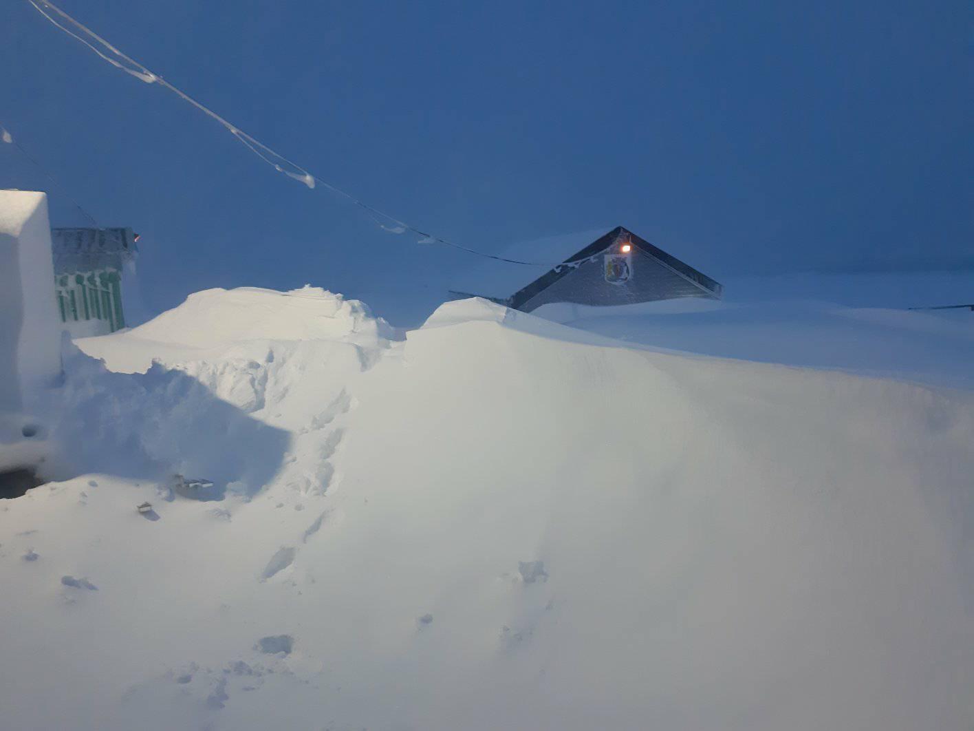 «Пінгвіни та полярники в шоці»: станцію «Академік Вернадський» замело снігом - експедиція, Антарктика - 12 vernadskogo3