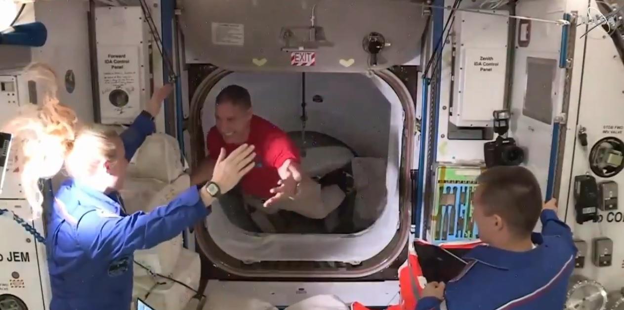 «Ласкаво просимо на борт»: екіпаж Crew Dragon прибув на МКС - МКС, SpaceX, NASA, Crew Dragon - 17 nasa