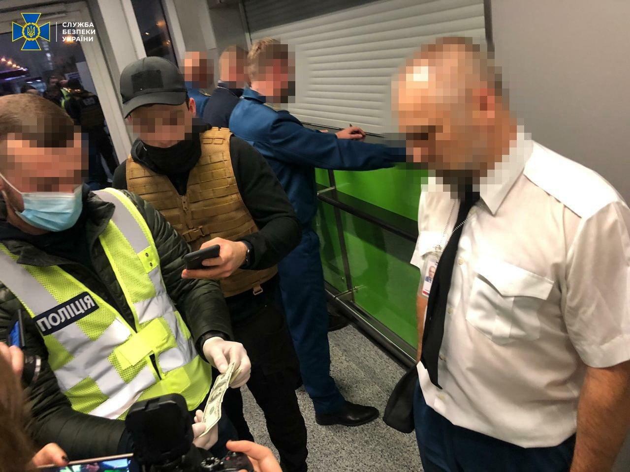 В аеропорту «Бориспіль» спіймали хабарників - кримінальне правопорушення, Бориспіль, аеропорт «Бориспіль» - BORYSPIL1
