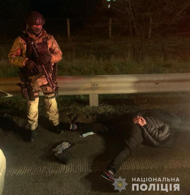 На Київщині затримали озброєну етнічну групу крадіїв-барсеточників (відео) - с. Мила, крадіжка, іноземці, грабежі - BarsetkyMyla1
