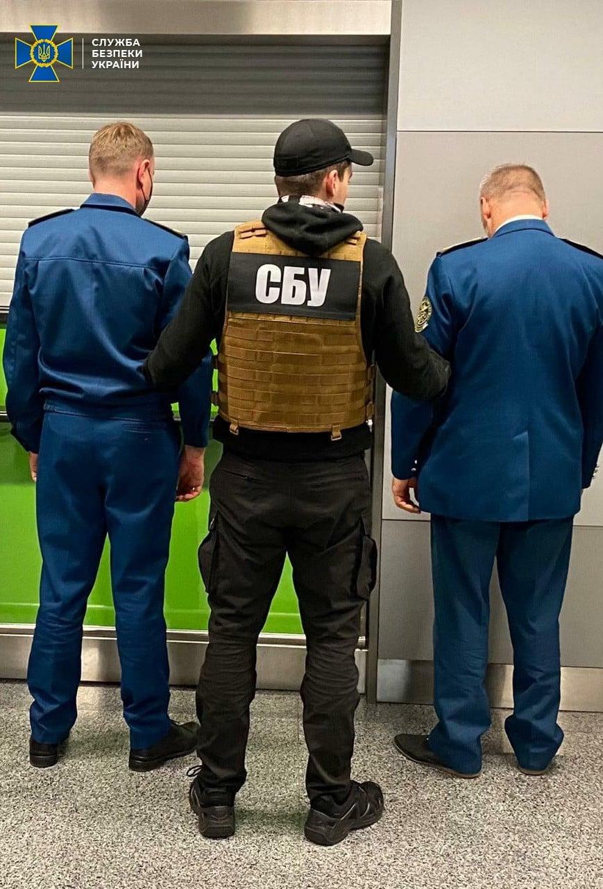 В аеропорту «Бориспіль» спіймали хабарників - кримінальне правопорушення, Бориспіль, аеропорт «Бориспіль» - Boryspil2