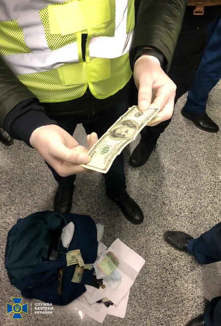 В аеропорту «Бориспіль» спіймали хабарників - кримінальне правопорушення, Бориспіль, аеропорт «Бориспіль» - Boryspil3