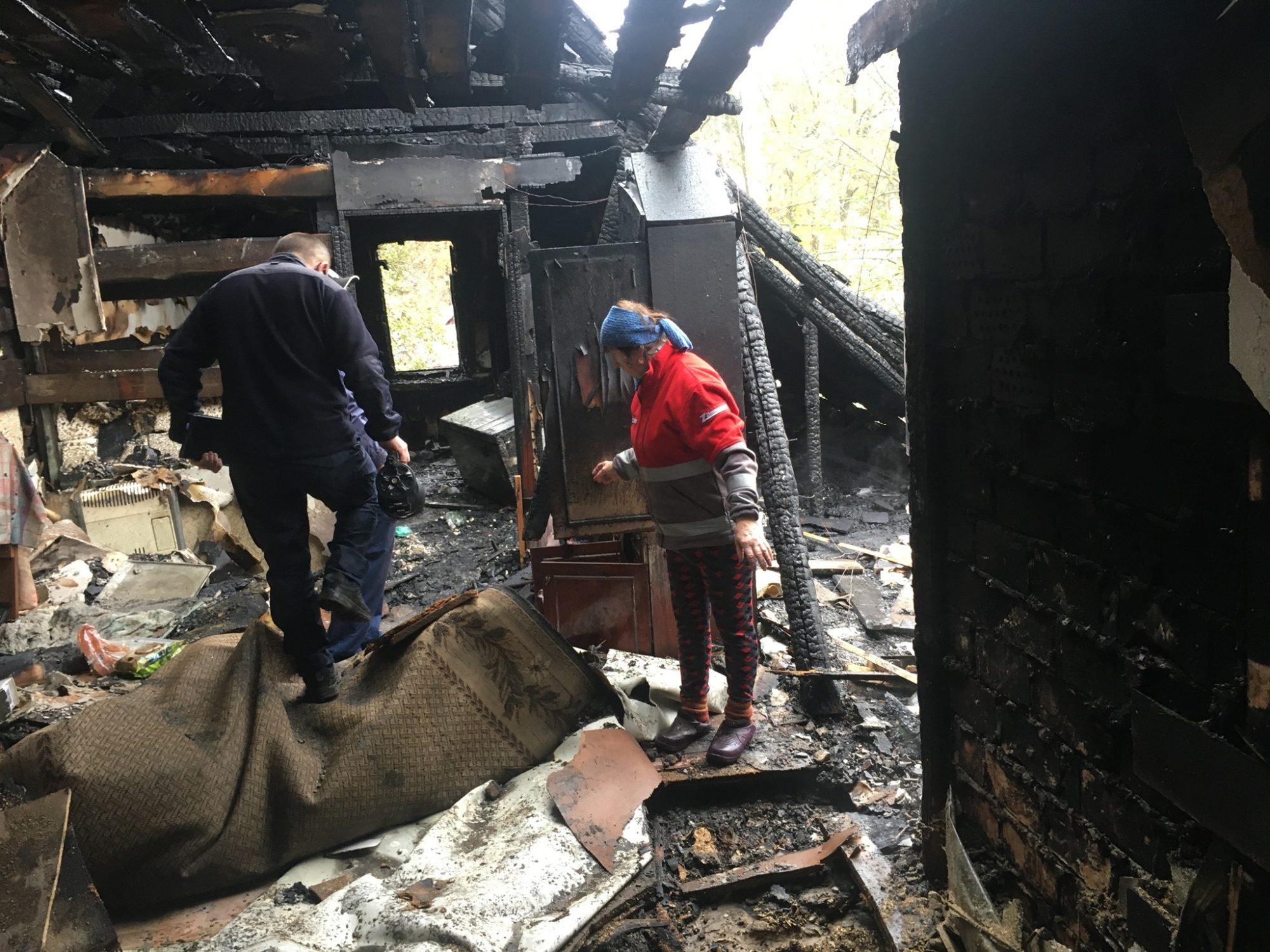 Мансарда у вогні: в Бучі горів будинок - рятувальники, пожежа будинку, київщина, Бучанська ОТГ - Bucha gor Tarasiv 2000x1500