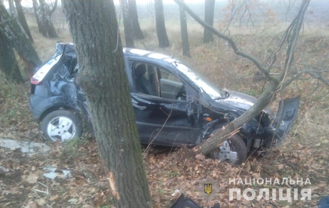 Обухівщина: внаслідок зіткнення з деревом загинув водій - зіткнення, дерево, Аварія на дорозі - DTP3011