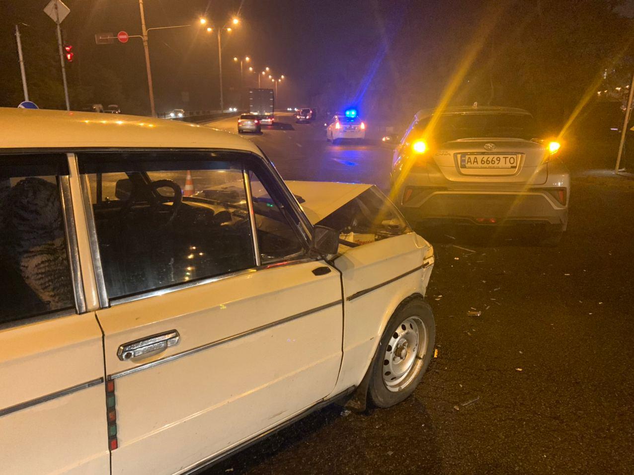 У Києві водій намагався «проскочити», а скоїв ДТП - ДТП, ВАЗ, Аварія на дорозі - IMG 20201116 072858 763