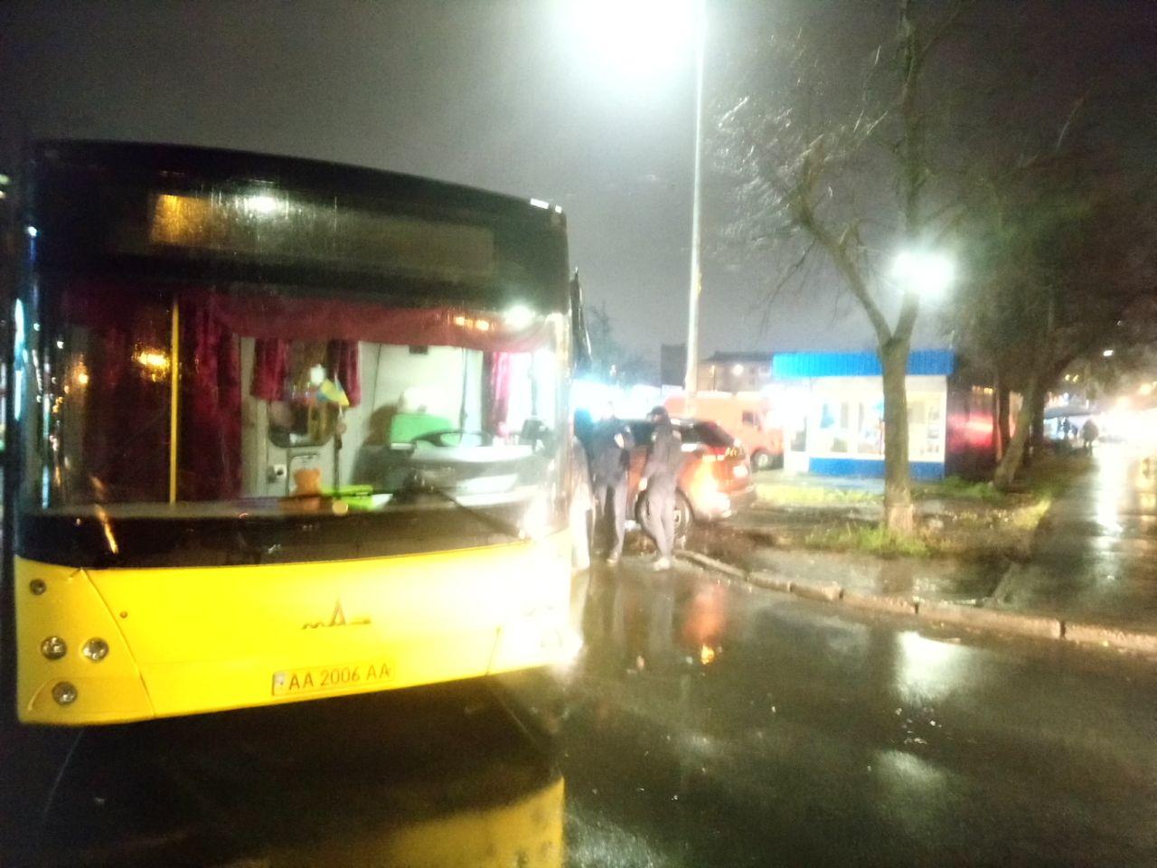 Курйозна ДТП: автобус не зміг об'їхати героя парковки - паркування, ДТП, автобус - IMG 20201120 194517 172