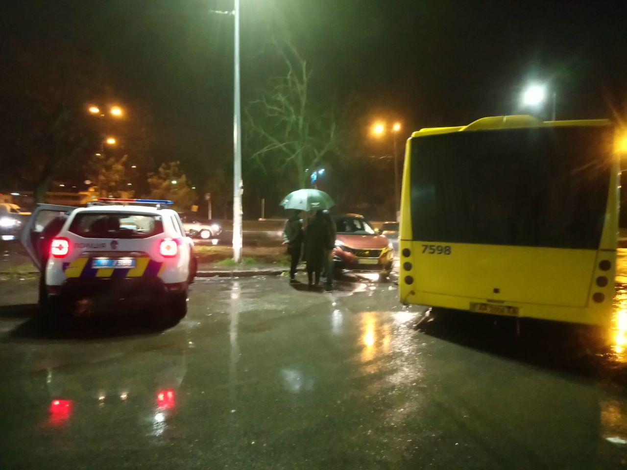 Курйозна ДТП: автобус не зміг об'їхати героя парковки - паркування, ДТП, автобус - IMG 20201120 194520 465