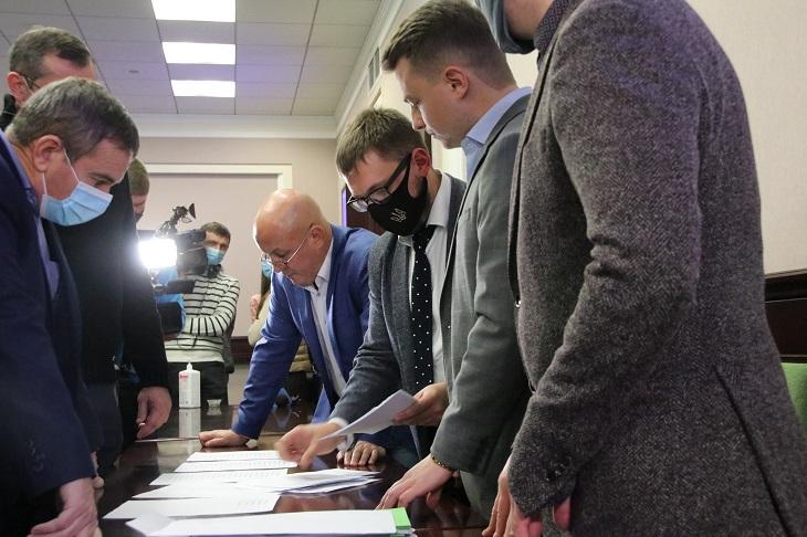 Стало відомо, чому з першого разу не обрали голову Київської обласної ради - сесія, Київська обласна рада, вибори - KOR3