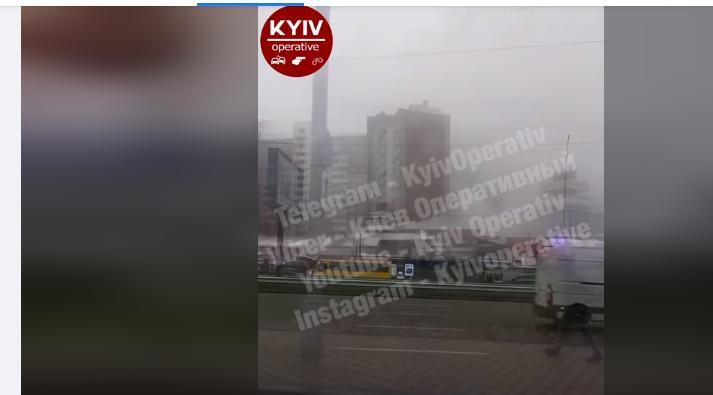 У Києві на Теремках горів ринок - рятувальники, ринок, вогонь - Novyj rysunok 1