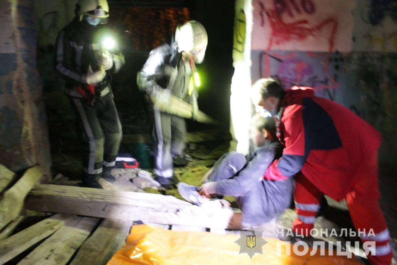 Із цвяхом у нозі: хто допоміг  пораненому підлітку на довгобуді Київщини - підліток, Довгобуд - Poryatunok1