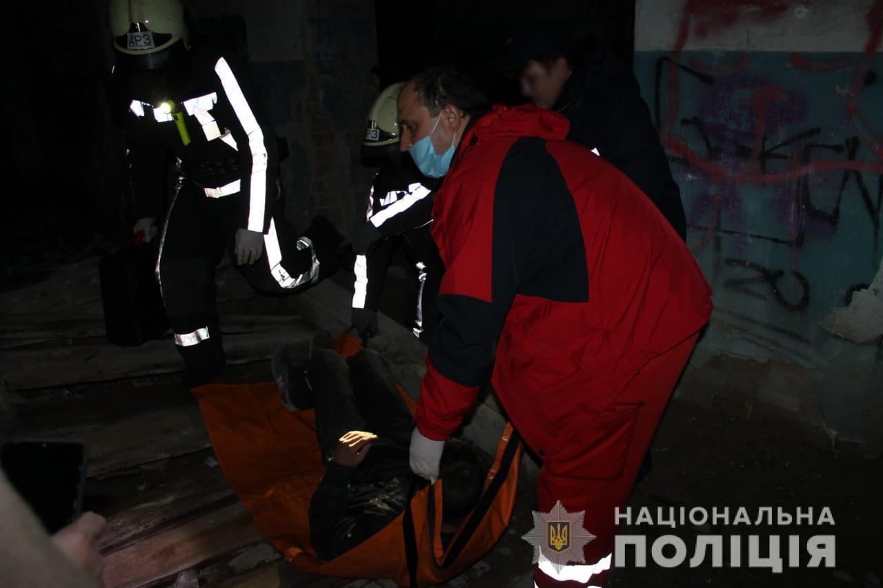 Із цвяхом у нозі: хто допоміг  пораненому підлітку на довгобуді Київщини - підліток, Довгобуд - Poryatunok2